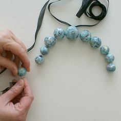 How to make a paper bead necklace - a tutorial.