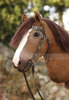 Custom made Hobby Horse in Western Snaffle Bridle Horse Stables, Horse Tack, Western Bridles, Stick Horses, Horseshoe Art, Horse Crafts, Hobby Horse, Horse World, Balloon Animals