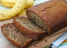 If you are a banana fan, this banana bread is the perfect choice for a dessert or breakfast. Take your favorite jam and enjoy! Banana Nut Bread, Banana Bread Recipes, Banan Bread, Bananas, Honduran Recipes, Honduran Food, Banana Madura, Chicken And Vegetables, Nutrition