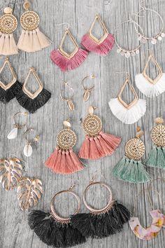 Crystal Fan Earrings- chandelier earrings/ fancy dangle earrings/ wedding earrings/ bridesmaid gift/ gifts for her/ formal special occasion - Fine Jewelry Ideas Jewelry Design Earrings, Macrame Earrings, Tassel Jewelry, Diy Earrings, Cute Jewelry, Jewelry Crafts, Jewelry Accessories, Fashion Accessories, Handmade Jewelry