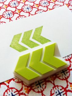 sello de goma chevron.  talladas a mano del sello de goma.  sello tallada de mano.  patrón geométrico.  Tampón de motivo.  envoltura de regalos.  proyectos de bricolaje.