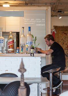 Open house + Brastemp 60 anos - Helinho Calfat. Veja: http://www.casadevalentina.com.br/blog/detalhes/open-house-+-brastemp-60-anos--helinho-calfat-3051 #decor #decoracao #interior #design #casa #home #house #idea #ideia #detalhes #details #openhouse #style #estilo #casadevalentina #kitchen #cozinha #drink #bar