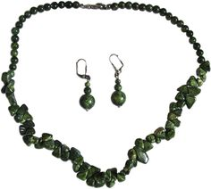 A beautiful set of a Serpentine necklace and earrings. Necklace length: 47 cm (18.5 inches)