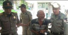 Kakek Tua Ditangkap Saat Mengemis Satpol PP Malah Terkaget-kaget Lihat Isi Rumahnya http://news.beritaislamterbaru.org/2017/10/kakek-tua-ditangkap-saat-mengemis.html