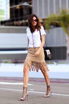 blusa-branca-looks-verão-camisa-saia-camurça-sued-franjas
