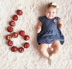 New Photography Baby 6 Months Posing Ideas Ideas Funny Baby Photos, Monthly Baby Photos, Baby Boy Photos, Baby Pictures, Cute Baby Names, Cute Babies, Baby Monat Für Monat, Cute Baby Videos, Baby Girl Party Dresses