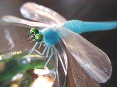 dragonfly from straw Straw Art, Straw Crafts, Diy And Crafts, Arts And Crafts, Creature Feature, Recycled Art, Straws, Origami, Drinking