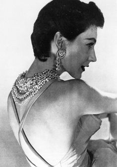 Dovima, photo by Horst, Vogue 1954