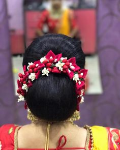 Acupressure Side Effects What a beautiful large low bun with real flower gajra! Care however should be taken before adopting such hairstyles, as due to it's high static charge, it will cause phlegm to move up in the throat, causing the voice to quaver Low Bun Hairstyles, Indian Hairstyles, Bride Hairstyles, Hairstyle Ideas, Elegant Wedding Colors, Bridal Hair Buns, Hair Decorations, Healthy Hair Growth, Floral Hair