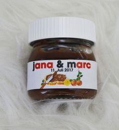 Du suchst etwas besonders für deine Hochzeit oder bist du auf der Suche nach einem originellem Gastgeschenk? Mit diesen Etiketten für die kleinen Nutellagläser (angepasst an die 25g Größe)...