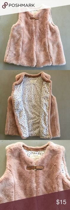 ZARA Girls' Gorgeous Cozy Vest Size 11/12 This will become so beloved, your daughter will ask to sleep in it. Excellent condition. SHOP WITH CONFIDENCE 5 ⭐️Seller - ❤Read My Love Notes❤️ SUGGESTED USER CLOSET                           100's of listings sold *Fast Shipping* NO TRADES OR OFF POSH TRANSACTIONS Zara Other