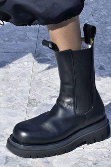 Black Shoe Boots, Biker Shoes, Gothic Shoes, Aesthetic Shoes, Winter Mode, Chunky Boots, Bottega Veneta, Winter Boots, Me Too Shoes