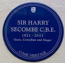 A blue plaque commemorating Harry Secombe.