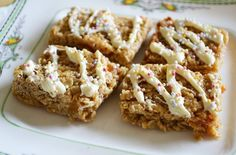 Learn how to make microwave flapjacks with this simple recipe. You can have your flapjacks ready in less than 10 mins Cake Recipes, Snack Recipes, Dessert Recipes, Snacks, Desserts, Egg Recipes, Peanut Butter Flapjacks, Reis Krispies, Microwave Recipes