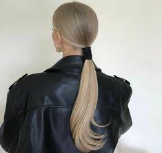 Hair Inspo, Hair Inspiration, Brown Blonde Hair, Blonde Straight Hair, Blonde Honey, Aesthetic Hair, Blonde Aesthetic, Grunge Hair, Hair Highlights