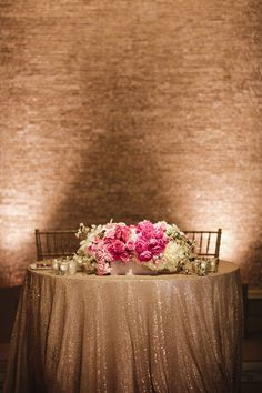 A sweetheart table is the main place at your wedding reception and it should excite and highlight your style and theme. Make an accent on your sweetheart table with a sequin tablecloth, lots of flowers and rhinestones. Seaside Wedding, Romantic Weddings, Diy Wedding, Dream Wedding, Wedding Ideas, Wedding 2017, Trendy Wedding, Gold Wedding, Wedding Centerpieces