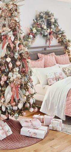 Traditional Christmas Ornaments, Christmas Tree Themes, Holiday Themes, Christmas Traditions, Christmas Tree Inspiration, Xmas Tree, Holiday Ideas, Holiday Gifts, Christmas Ideas