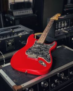 #Straturday This Fender 40th Anniversary Stratocaster from '94 has a stylish Torino red finish, cool smoke pearloid pickguard, and vintage style (staggered pole) pickups installed. Love it? Give it a spin with our 360 photos at elderly.com.