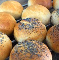 Fuldkornsboller og varm kakao Bread Cake, Muesli, Bread Baking, Bread Food, Diy Food, Baked Goods, Bread Recipes, Dinner Recipes, Good Food