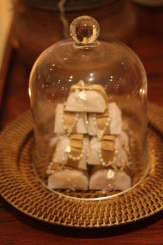 bem casados Snow Globes, Celebrations, Blog, Beautiful, Home Decor, Vintage Decor, Couple, Decoration Home, Room Decor