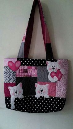 27 ideas for patchwork quilting bag fabricsYou can find Quilted bag and more on our ideas for patchwork quilting bag fabrics Quilted Tote Bags, Diy Tote Bag, Patchwork Bags, Diy Bags, Patchwork Quilting, Diy Quilted Purse, Patchwork Ideas, Handmade Handbags, Handmade Bags