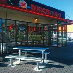 A project done by Urban Effects in partnership with Antares Restaurant Group, Burger King and Urban Effects Installer contractor. Product used for this project includes an Atessa Tables and Benches. This product is designed to withstand any kind of weather.  #urbaneffects #urbanfurniture #streetfurniture #outdoorfurniture #benches #atessatables #outdoortables