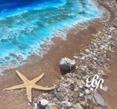 Swirling resin art uses real objects to mimic the untouched beauty of the ocean – ArtofitLife is a Beach!🏖⛱🌺🌊 got in another layer last night.
