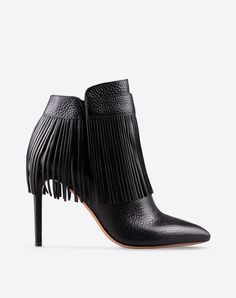 Fringe,Textured leather,Solid color,Zip closure,Leather sole,Covered heel,Narrow toeline,