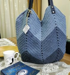 Pin by josiane canizares on sac mochilla Crochet Beach Bags, Crotchet Bags, Bag Crochet, Crochet Market Bag, Crochet Handbags, Crochet Purses, Drawstring Bag Diy, Chevron Bags, It Bag