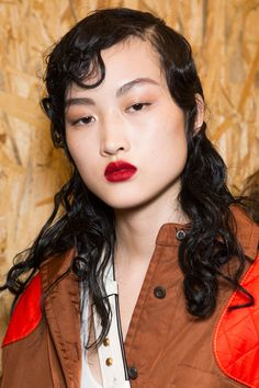 Bold Lipstick - Prada beauty looks at Milan Fall 2016 (Backstage Photos)
