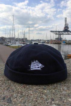 Trendcap mit weißem Dreimaster für echte Seemänner #hansesail #style #fan #segeln #maritim #merchandise #trend #fashion #accessoires #shirt #cap