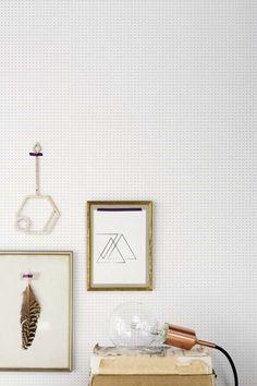 KARWEI | Behang met een subtiele gouden print. #karwei #behang #print #dessin #goud