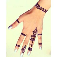 Henna inspiración Agenda tu cita al Direct Henna Hand Designs, Small Henna Designs, Henna Tattoo Designs Arm, Mehndi Designs Finger, Small Henna Tattoos, Mehndi Designs For Fingers, Best Mehndi Designs, Beautiful Henna Designs, Tattoos For Hands