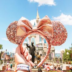 Calling all Disney Style fans! We've lost all chill today because Disney Parks released new rose gold Minnie ears that are everything!