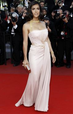 Who: Salma Hayek Where: Palme D'Or Closing Ceremony during the 63rd Annual Cannes Film Festival Wearing: An antique pink silk georgette Gucci Première strapless gown with pale gold beaded cluster detail in the front and around the waist. Teamed with a gorgeous antique pink satin clutch with gold frame and a Gucci pink gold cocktail ring Verdict: … … Continue reading →