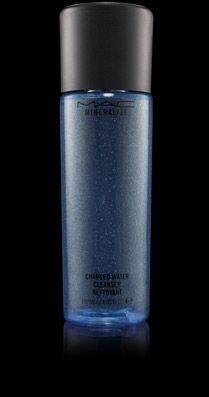 ผลิตภัณฑ์ทำความสะอาดผิวหน้าแบบอ่อนโยน ที่ผลิตขึ้นด้วยเทคโนโลยี่เฉพาะจาก M.A.Cกับ Super-Duo Charged Water ช่วยเพิ่มแร่ธาตุหลากชนิดช่วยในการถนอมผิว พร้อมขจัดเครื่องสำอางออกได้อย่างหมดจด (ยกเว้นสูตรกันน้ำและติดทนนาน) ด้วยการเช็ดออกเพียงครั้งเดียว ไม่จำเป็นต้องล้างออก ทำให้ผิวได้รับการบำรุง, นุ่มนวลและสะอาดที่สุด
