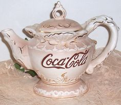 Vintage Like Collectible Coca Cola Teapot by mstookesmuzes on Etsy Vintage Coca Cola, Chocolate Pots, Chocolate Coffee, Teapots Unique, Vintage Teapots, Always Coca Cola, Teapots And Cups, Mad Hatter Tea, My Tea