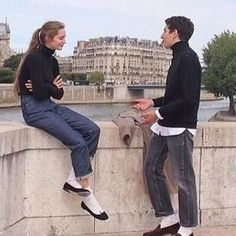 Ideas how to wear white jeans in fall shoes Jeans Denim, Mom Jeans, Sup Girl, How To Wear White Jeans, Mode Cool, The Love Club, Oui Oui, Fall Shoes, Women's Shoes