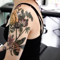 Frangipanis and carnation tattoo татуировки, тату y эскиз тату. Half Sleeve Tattoos Drawings, Quarter Sleeve Tattoos, Half Sleeve Tattoos Designs, Tattoos For Women Half Sleeve, Shoulder Tattoos For Women, Tattoo Designs And Meanings, Flower Tattoo Designs, Tattoo Half Sleeves, Floral Tattoo Sleeves
