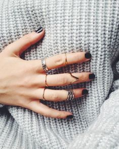 We decided to share this knuckle/midi rings trend with you, as we know most of our readers like to be up to date when it comes to fashion and new trends. Jewelry Box, Jewelery, Jewelry Accessories, Fashion Accessories, Women Jewelry, Jewelry Clasps, Simple Jewelry, Nail Ring, Midi Rings