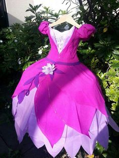 Princess dress piñata made for a 5 year olds birthday party. The dress was inspired by Disney's Princess Tiana's green dress.