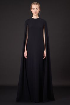 Understated Elegance - long black cape dress with clean minimal silhouette haute couture gown // Valentino Resort 2015 Look Fashion, Runway Fashion, Fashion Show, Womens Fashion, Fashion Design, Dress Fashion, Trendy Fashion, Fashion News, Review Fashion