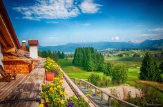Una vista dalla terrazza verso Asiago, sull' altopiano dei 7 comuni....