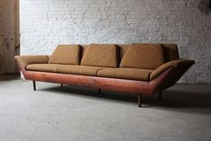 5 Mistakes To Avoid When Buying A Sofa. When buying a sofa, it is confusing with the sheer variety of colours, materials and styles, not to mention the different levels of quality and rates. 50s Furniture, Large Furniture, Furniture Design, Plywood Furniture, Furniture Ideas, Retro Couch, Vintage Sofa, Mid Century Modern Design, Mid Century Modern Furniture