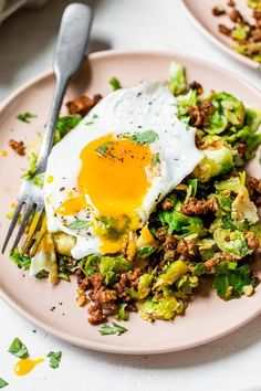Spicy Pork Brussels Bowls are a delicious low-carb meal, made with shredded brussels sprouts as the base, smoky ground pork, and an egg on top! #brussels #bowls Skinny Taste, Pork Recipes, Low Carb Recipes, Cooking Recipes, Healthy Recipes, Healthy Lunches, Paleo Recipes, Healthy Eating, Clean Eating