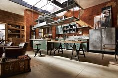 The industrial style kitchen – tips for lighting and décor Loft Estilo Industrial, Industrial Style Kitchen, Loft Kitchen, Rustic Industrial, Mainzu Ceramica, Interior And Exterior, Interior Design, Loft Style, Kitchen Styling