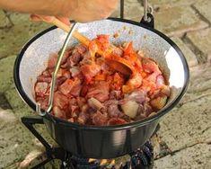 (3) Bográcsos pincepörkölt | Bérczi Róbert receptje - Cookpad receptek Chicken, Meat, Food, Essen, Meals, Yemek, Eten, Cubs