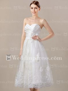 Tea length short wedding dress creates a sweetheart neckline. #strapless wedding gown #vintage wedding dress