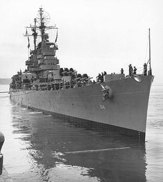 USS Atlanta Cleveland-class light cruiser of the US Navy during World War II. Heavy Cruiser, Capital Ship, Us Navy Ships, Military Pictures, Military Diorama, United States Navy, Military Equipment, Submarines, Vietnam War