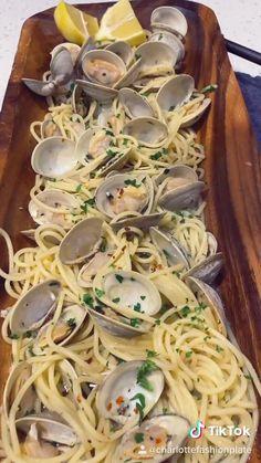 Clam Pasta, Spaghetti Recipes, Fun Baking Recipes, Cooking Recipes, Healthy Recipes, Clam Recipes, Seafood Pasta Recipes, Steamed Clams, Gourmet